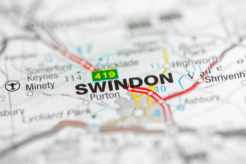 Road map of Swindon showing transport links
