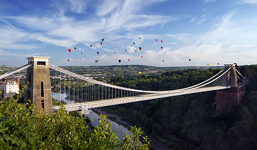 Bristol suspension bridge with hot air balloons